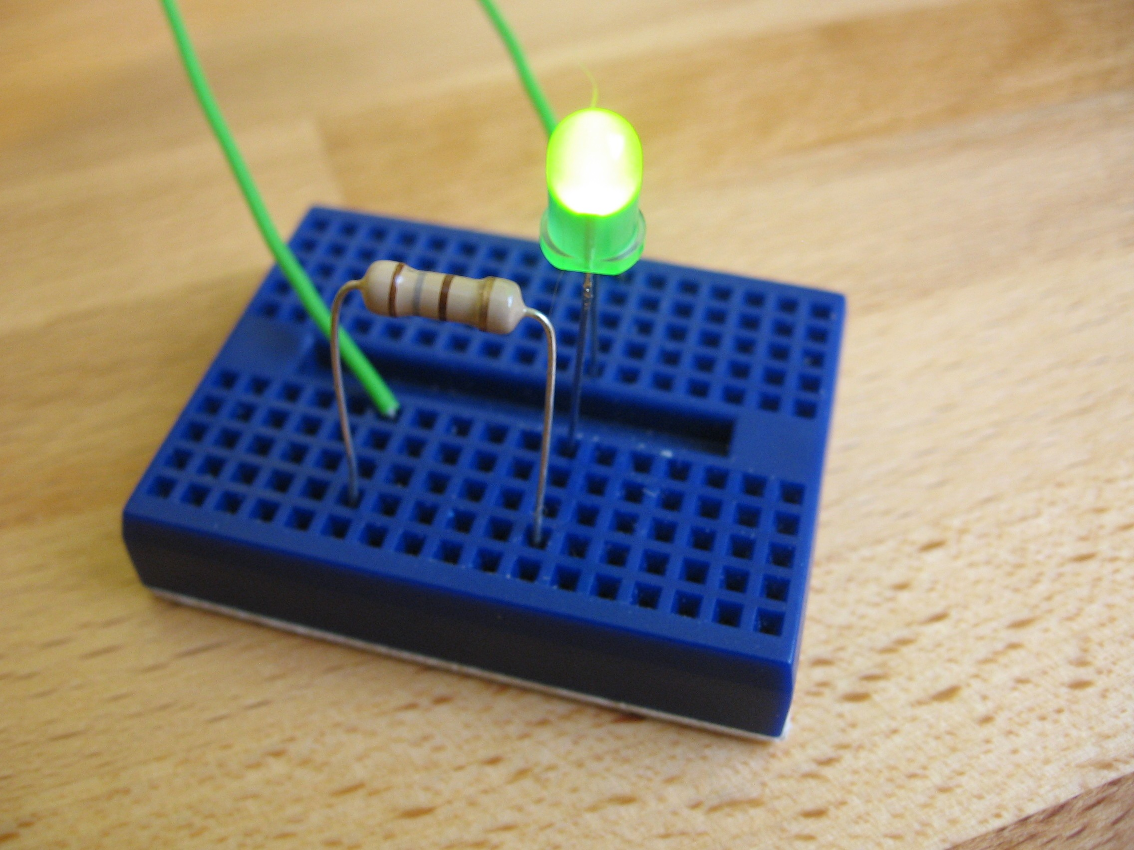 Using Leds In Your Circuits Jumptuck Series Resistor Circuit One